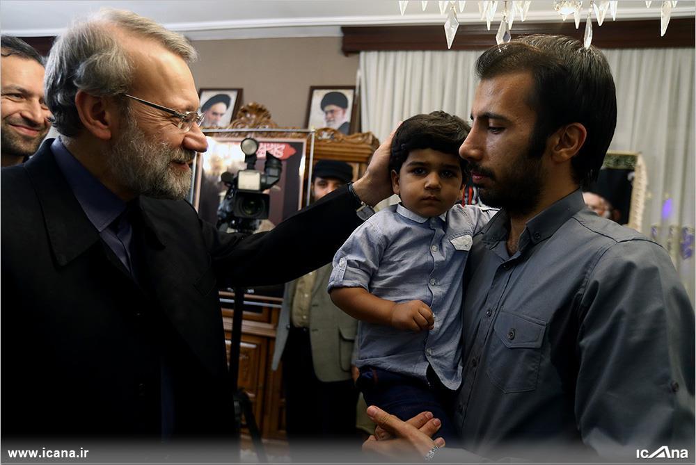 دیدار دکتر لاریجانی با خانواده شهیدمدافع حرم علی آقاعبداللهی/ به روایت تصویر