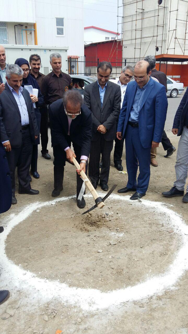 کلنگ احداث راه دسترسی اختصاصی شهرک صنعتی توستان لاهیجان توسط معاون وزیر صنایع به زمین زده شد