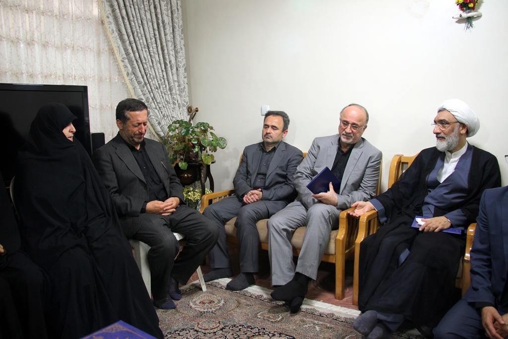 دیدار وزیر دادگستری با خانواده شهید عشوری