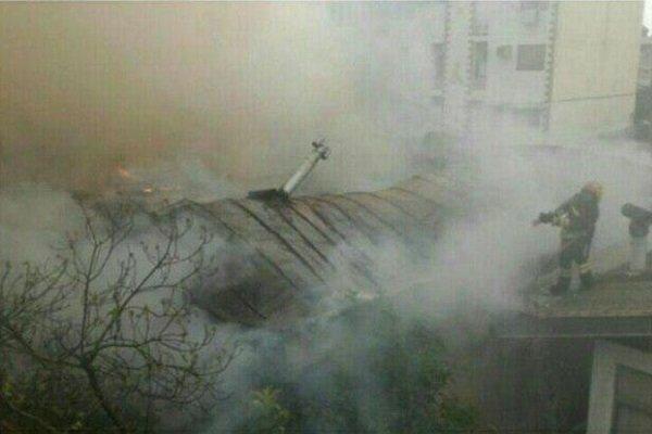 آتش سوزی ۴ باب منزل مسکونی در رشت/ حریق مهار شد